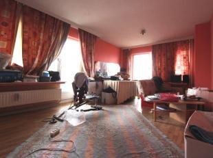 Au coeur de Bruxelles - Quartier Yser - Beau studio/flat de +/-40m²  à rafraichir + terrasse - Il se compose d'un hall d'entrée - L