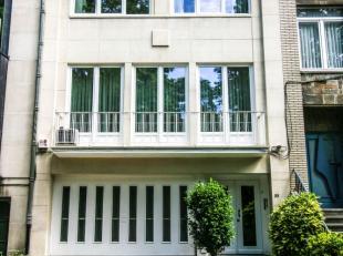 Laeken/Tour Japonaise - Splendide maison entièrement rénovée en 2018 de +/- 365m² + jardin 75m² composé d'un hal