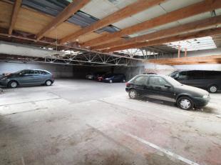 Grand entrepot arrière de +/-416m² - actuellement loué en parkings - Entrée par porte de garage automatique avec activation