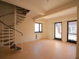 A deux pas de la Grand Place - Bel appartement duplex avec 2 chambres de +/- 110m² avec balcon - Au 3ème étage d'un immmeuble de 4