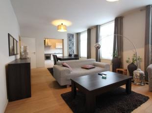 A deux pas de la place Raymond Blyckaerts - Magnifique appartement meublé 2 chambres de +/- 77 m², composé comme suit: un hall d'en