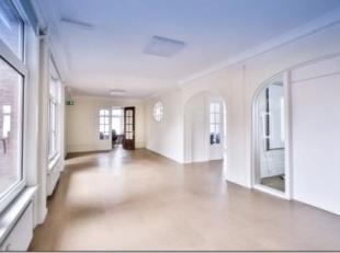 Quartier Dansaert / Chartreux . Lumineuse surface de bureaux de +/- 334m² se trouvant dans un immeuble de standing.  La surface est équip&