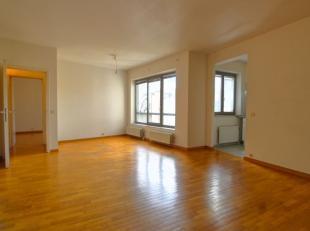 Quartier théâtre Flamand: Bel appartement +/-65m² cave balcon + poss. parking  - Au 4ème/6 étages - Il se compose d'un
