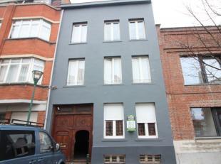 A la limite du centre-ville / Prox. Canal: Immeuble de rapport 400m² avec 4 unités reconnue (3 appartements + un entrepot), composé