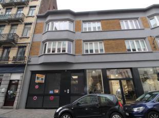 Quartier Dansaert - Au rez-de-chaussée arrière: surface commercial/entrepot de +/-200m² casco - Emplacement parking (1voiture)  int