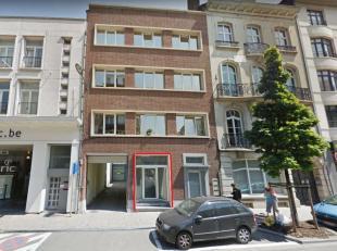 Prox. Gare Etterbeek Sur lavenue de la Couronne - Studio/flat +/- 50m² - Actuellement commerce en cours de changement affectation logement.  Il s