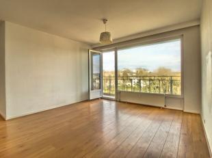 Uccle/Stalle - Superbe appartement de +/- 75m² comprenant un hall d'entrée, un lumineux living de +/- 30m², une cuisine équip&