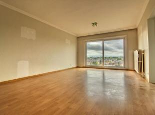 Au centre de Waterloo : Bel appartement de +/- 65m² composé comme suit : un hall d'entrée avec vestiaire encastré, un lumine