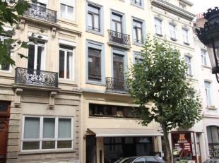 Europese wijk/ Square Marie Louise - In een klein gebouw - Prachtig commerciele gelijkvloer van +- 70m² - Samengesteld uit een grote zaal van +/-