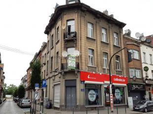 Masui wijk/ Multifonctioneel gebouw met een commerciele gelijkvloer en 3 appartement van +/- 85m² samengesteld uit: inkomhall, woonkamer, eetkame
