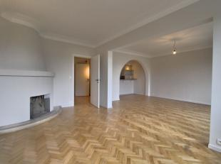 Quartier Molière - Superbe appartement 2ch de +/-105m² avec ascenseur. Il se compose d'un hall d'entrée avec porte blindée,