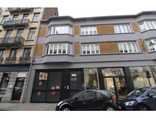 Bâtiment commercial à vendre à Bruxelles, € 210.000