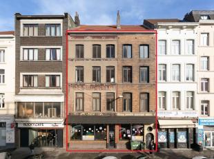Gare du Midi/Anciennement 2 immeubles séparés. Magnifiques immeubles de rapport fusionnés de +/- 700m² et actuellement compo
