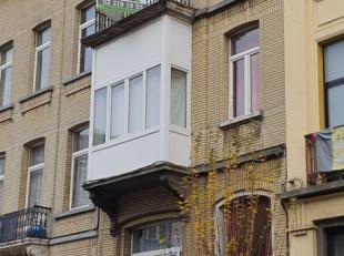 Entre la place Fernand Cocq et la place Flagey, immeuble de rapport de +/-165 m².<br /> Comprenant actuellement 5 studios de +/-30 m² chacun