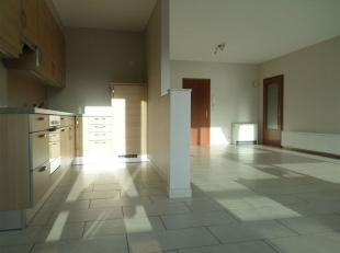 Quartier VEKEMANS : Bel appartement, +/- 70m², 2ème étage (avec ascenseur), 2 chambres. LOYER = 825  (+ 100 provision eau froide &a