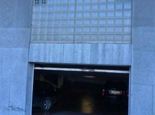 """PARKING A LOUER : emplacement destiné à une TRES PETITE voiture (style petite """"citadine"""", pour une question d'accès et de manoeuv"""