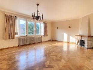 Quartier Wannecouter / Tour Japonaise : Très bel appartement, 2 chambres, de +/- 110m² avec cave & garage. Composition : Hall d'entr&e