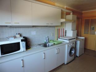 Situé à 900m du centre ville de Namur et à 400m de la Haute Ecole Albert Jacquard, ce lumineux appartement 1 chambre est log&eacu