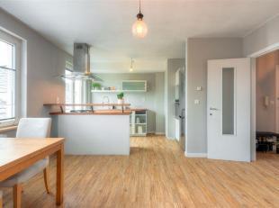 Warm appartement met 2 slaapkamers met veel voordelen. Ideaal gelegen op een paar minuten lopen van het treinstation van Namen, op een paar minuten va