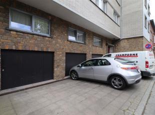Appartement van +/- 112m² gelegen op de 2e verdieping met 2 grote slaapkamers (20m² en 15m²), een lichte keuken grenzend aan de woonkam