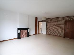 Ce rez-de-chaussée avec jardin et garage sera idéal pour une première acquisition ou un investissement ! Logé dans un peti