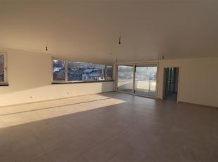 Aston and Partners vous propose à la vente ce lumineux penthouse ! Situé au dernier étage avec ascenseur d'un bâtiment r&ea