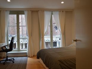 U wil wonen in een stijlvol authentiek appartement dat gemeubeld is? In het hartje van Antwerpen? Dan hoeft u niet verder te zoeken. Dit appartement i