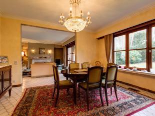 IN OPTIE - Deze klassieke villa is gelegen in één van de prachtige en rustige residentiële wijken van Brasschaat. Het centrum, wink