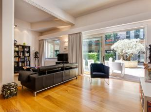 """Dit stijlvolle appartement huist zich in een gebouw dat tot 1956 dienst deed als papierfabriek """"Papeterie Anversoise"""" en daarna als uniformenatelier """""""
