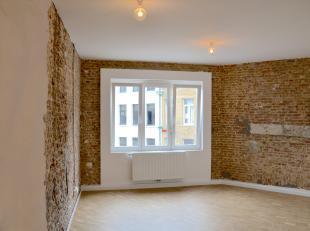 IN OPTIE - Dit erg mooi en pas gerenoveerd appartement is ideaal voor als je alleen bent, of als je als koppel op zoekt bent naar je eigen plek in de
