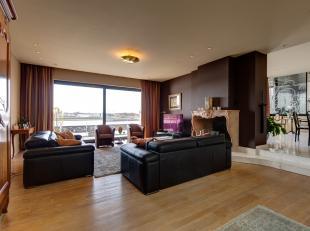 Het appartement is gelegen op linkeroever te Burcht Dorpstraat 16. Dit klassiek appartement beschikt over één van de meest geweldige eig