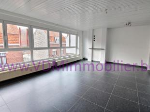 Très bel appartement au 2ème étage comprenant : séjour lumineux, cuisine équipée refaite à neuf, sall