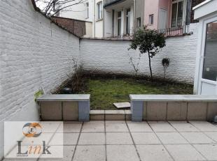 Appartement 1 chambre avec terrasse privative, de +/- 65m². Composé d'une chambre donnant sur deux pièces en enfilade (salon et liv