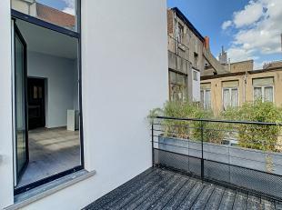 Situé dans le haut de Saint gilles à proximité de la commune, dans un petit immeuble de 2 appartements,, complètement r&ea