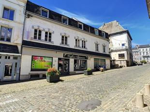 Immeuble de rapport comprenant 3 appartements et deux RDC commerciaux. Surface habitable: 421 m². Situation idéale dans le centre de Stave