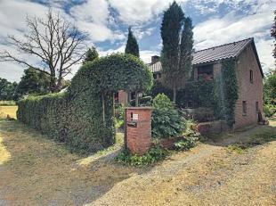 Située dans le village de Charneux, dans un cadre champêtre et verdoyant, charmante villa 4ch sur un terrain de 1069 m2. Au rez-de-chauss