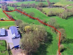Au cur du Pays de Herve, dans une voie sans issue au milieu des bocages, ferme sur un terrain de 2,3 hectares avec laiterie professionnelle B&B d'