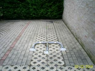 ruime staanplaats te huur afgesloten met  een algemene poort