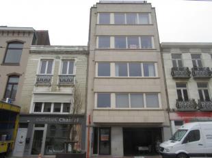 Prachtig 2 slaapkamer appartement, gelegen in het centrum van Blankenberge op de 3de verdieping.<br /> Bestaande uit keuken & woonkamer, terras, 2