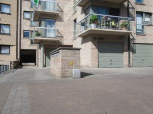 Staanplaats in de Residentie Athina, Astridlaan 11 te Blankenberge. Deze ruime staanplaats bevindt zich op een veilige plaats waar alleen bewoners bij