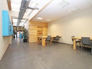 Op een uiterst centrale locatie te Borgerhout vinden we in een gerenoveerd pakhuis een trendy co-working plek.<br /> Er zijn werkplaatsen te huur die