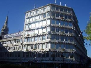 Een kantoorgebouw in het hart van Antwerpen, vlakbij de Waaslandtunnel. Makkelijk bereikbaar met alle vervoersmiddelen. Het gebouw is recentelijk gere