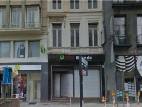 Karaktervol pand gelegen op het eerste deel van de Frankrijklei, vlakbij de hoek met de Meir en de Keyserlei!<br /> <br /> Dit winkelpand is volledig