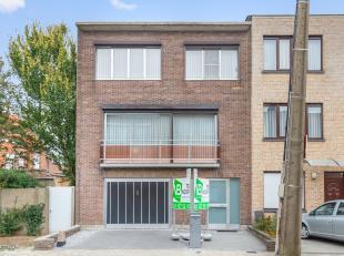 Zeer verzorgde bel-étage met drie slaapkamers op rustige locatie te Deurne-Zuid!<br /> <br /> Deze woning geniet van volgende indeling: <br />