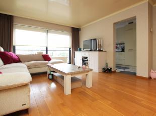 Mooi en volledig instapklaar appartement met twee slaapkamers en terras te Deurne!<br /> <br /> Dit appartement is gelegen op de vierde verdieping met