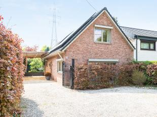 In Brecht op een perceel van 612m² bevindt zich deze instapklare halfopen gezinswoning met een prachtige en grote achtertuin (400m²) waar he