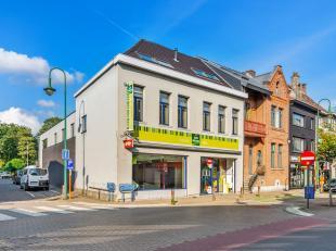 Riant eigendom bestaande uit een handelsgelijkvloers en duplex-appartement op een zeer centrale locatie te Kapellen!<br /> <br /> De gelijkvloerse ver