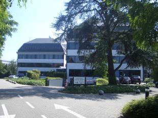 BESCHIKBAAR:<br /> <br /> Kantoorruimtes op uitstekende locatie:<br /> Gebouw AB:<br /> * V3: 197m² - 5 parkingplaatsen (4 binnen, 1 buiten) - on