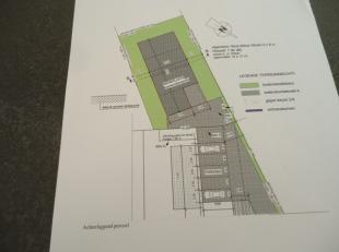 Interessant gelegen bouwgrond in KMO zone van 5 are 59 ca voor het bouwen van een loods. De goedgekeurde bouwplannen zijn inbegrepen en het betreft he