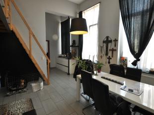 Gelegen in het centrum van Braine-le-Comte met alle faciliteiten, zal deze appartement verrassen met zijn goede kostenbeheersing en de goede energiepr